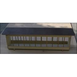 Hranitor din lemn cu capac. Dimensiune : 100 cm